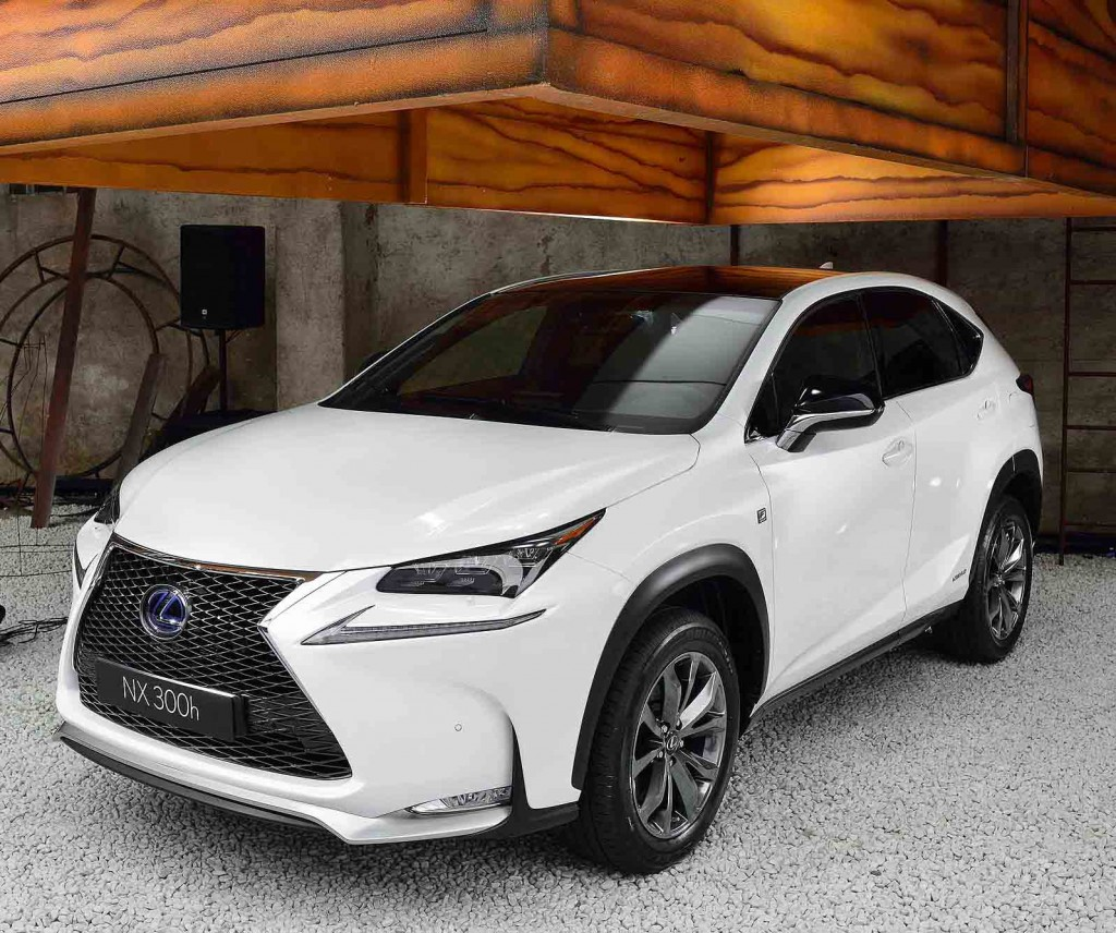lexus nx 300h 2014 review. Black Bedroom Furniture Sets. Home Design Ideas