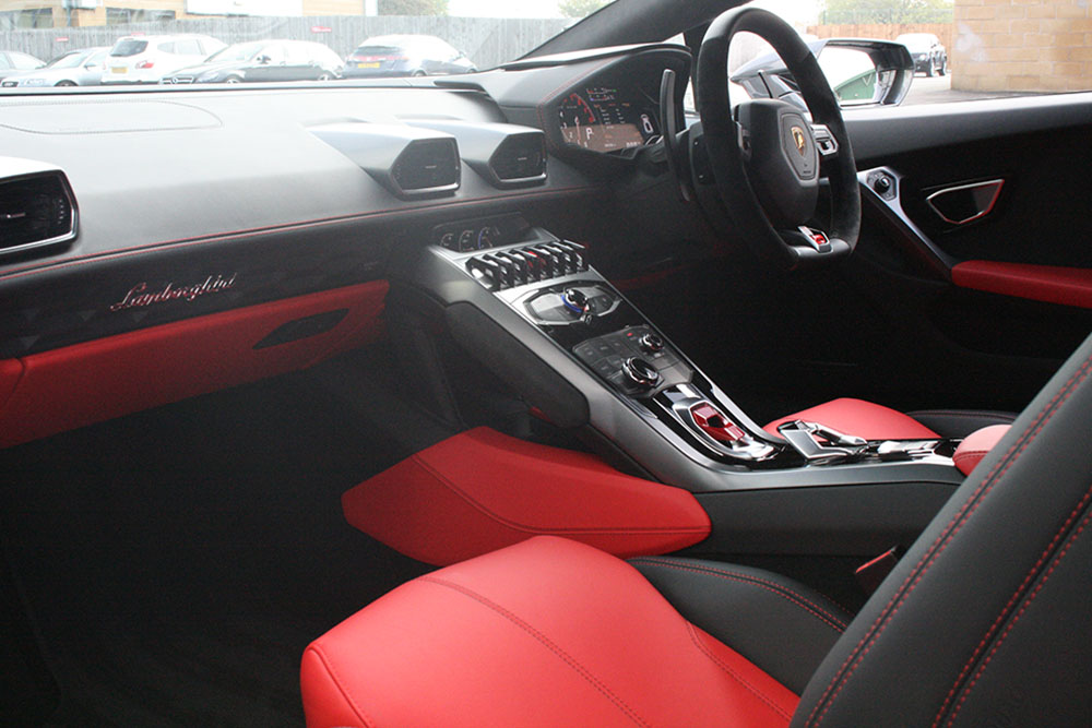 lamborghini huracan uk review car cosmetics. Black Bedroom Furniture Sets. Home Design Ideas